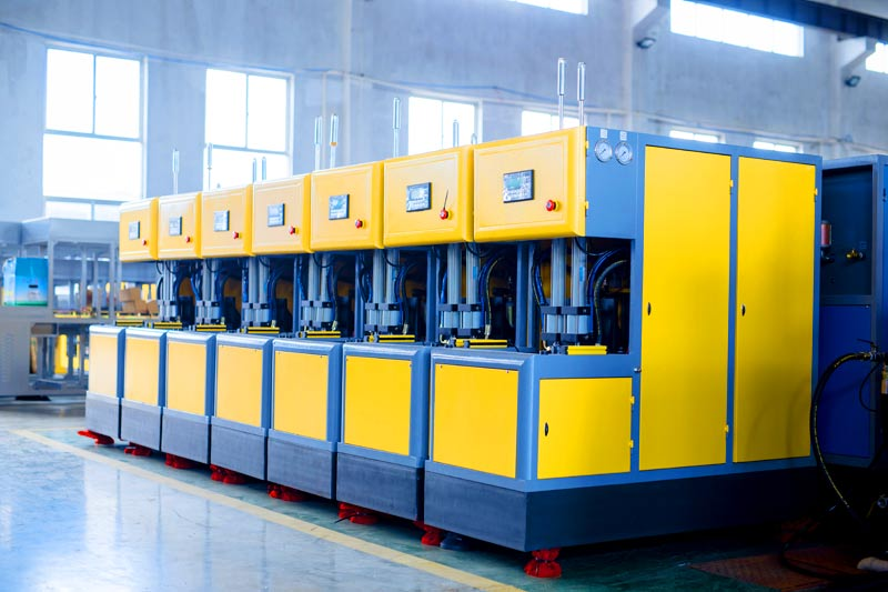 Know About the Features of the Full Automatic Blow Molding Machine and Their Applications